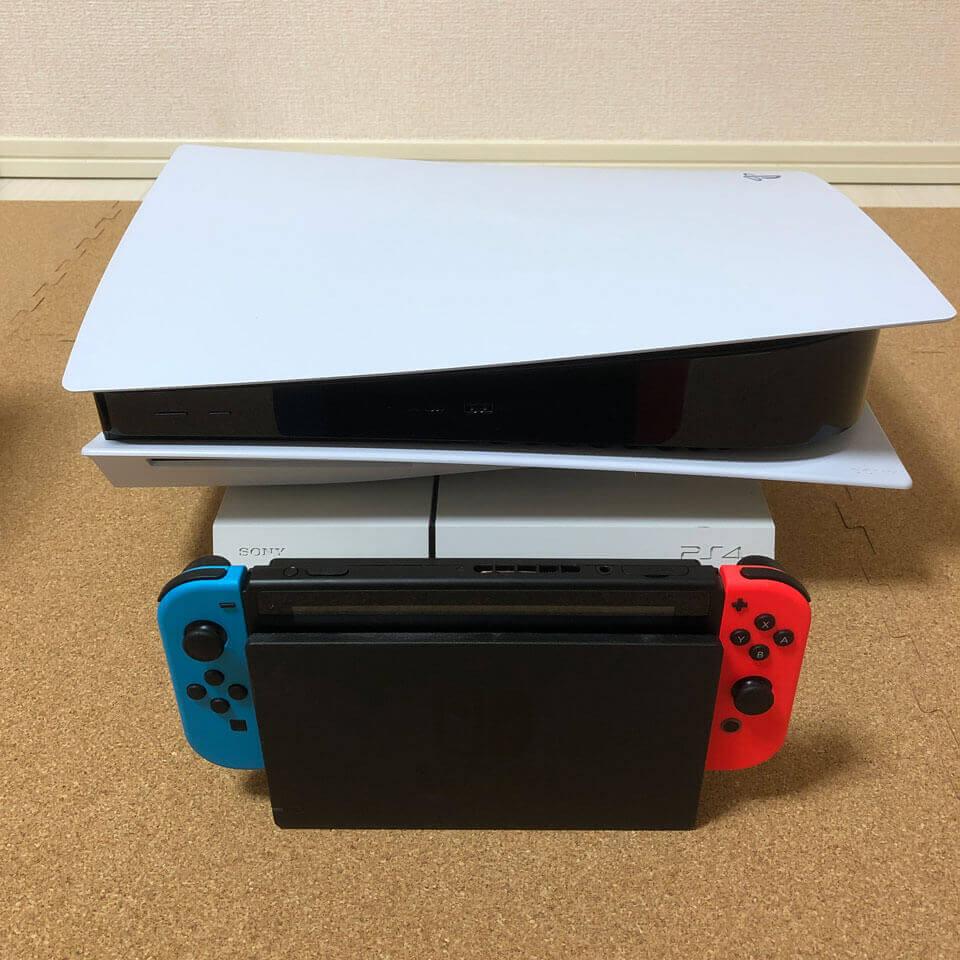 PS4とPS5を横置きにしてみた、とてもPS5が大きい